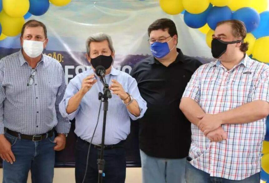 Presidente do PSDB, Sérgio de Paula, ao lado do deputado Onevan de Matos, do candidato a vice Márcio Araguaia e do deputado Neno Razuk, durante convenção em Naviraí (Foto: Arquivo/Divulgação)