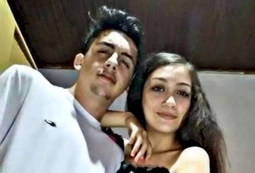 O jovem casal de namorados de 17 anos, Caio Cavalcante e Larissa Gonçalves