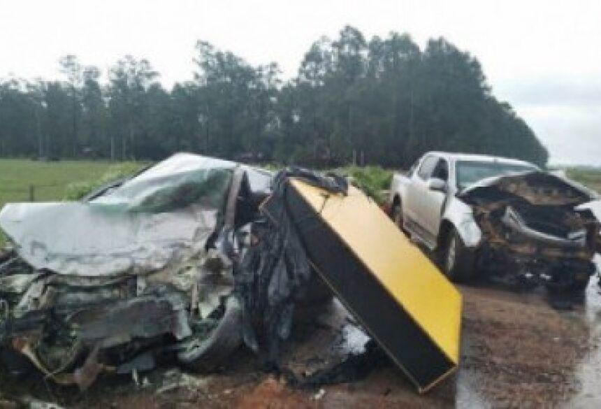 Carros ficam com a frente destruídos - Foto: A Gazeta News