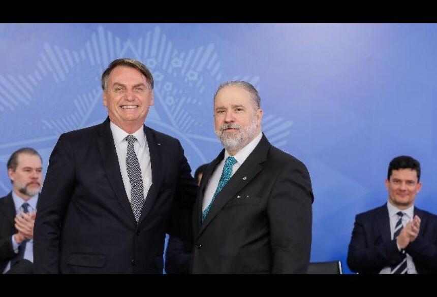 Aras terá de analisar denúncia contra Bolsonaro - Divulgação
