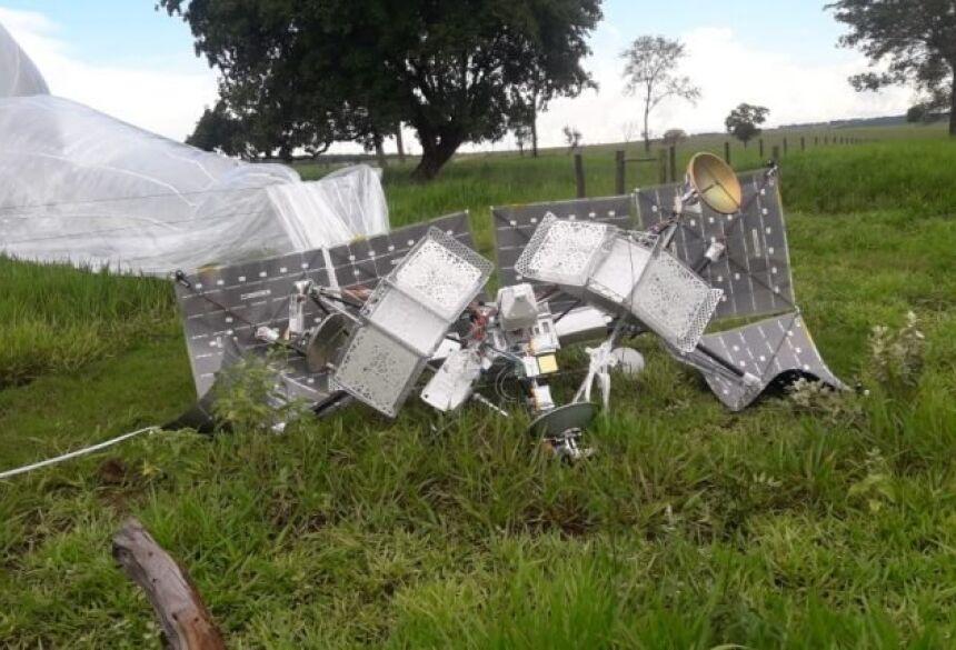 Balão satélite achado em fazenda de Anaurilândia (Foto: Reprodução/Twitter)