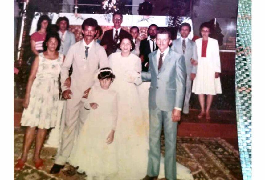 Seu Eleotério no casamento de sua filha no ano de 1985 (ele está a esquerda de terno cinza)