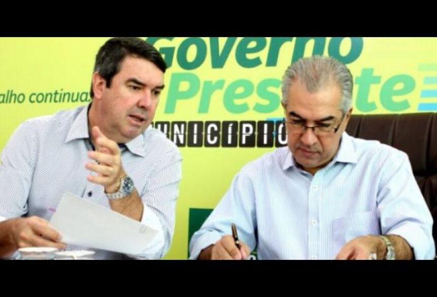 PROJETO. Riedel (à esquerda) planejou programa com o governador - Divulgação