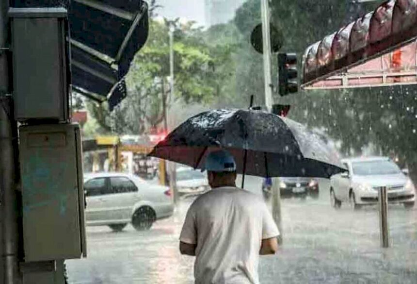 Campo Grande deve ter temporal nesta sexta-feira, alerta meteorologista. (Foto: Henrique Arakaki, Midiamax)