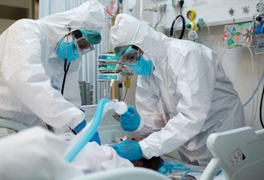 Segundo secretário municipal de saúde de SP, jovens estão chegando aos hospitais e sendo intubados em menos de 24 horas  Foto: GETTY IMAGE
