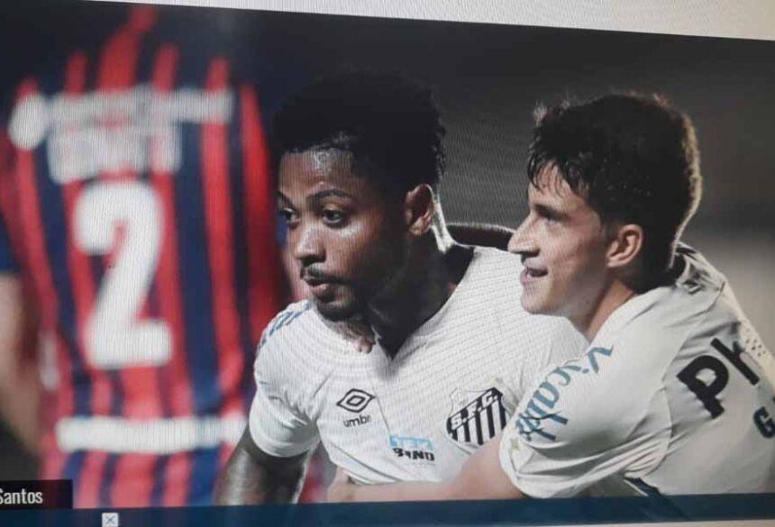 Elétrico, o Santos tomou conta das ações ofensivas dos primeiros minutos.