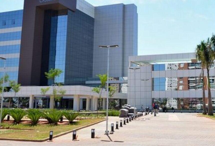 Bombeiro está internado em hospital particular de Campo Grande  Foto: Redes Sociais/Reprodução