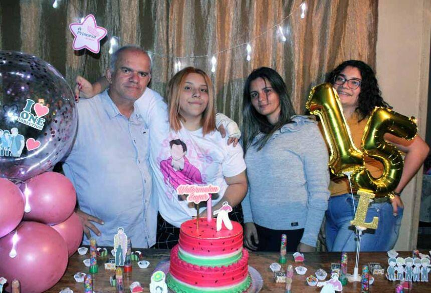 Amigo Célio Carvalho com suas filhas