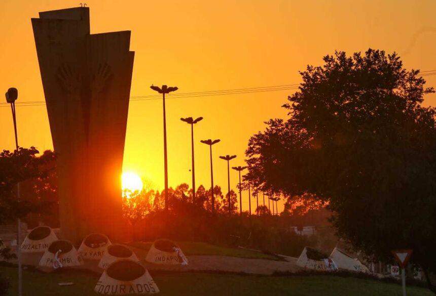 Monumento ao Colono, principal símbolo de Dourados (Foto: Franz Mendes)
