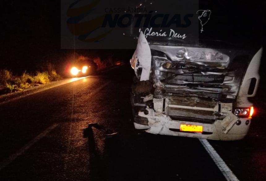 Motorista da carreta não sofreu ferimentos - Crédito: Reprodução Cassilândia Notícias