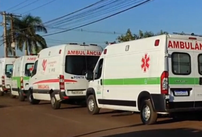 Pacientes em transferência na UPA de Dourados na manhã desta sexta-feira