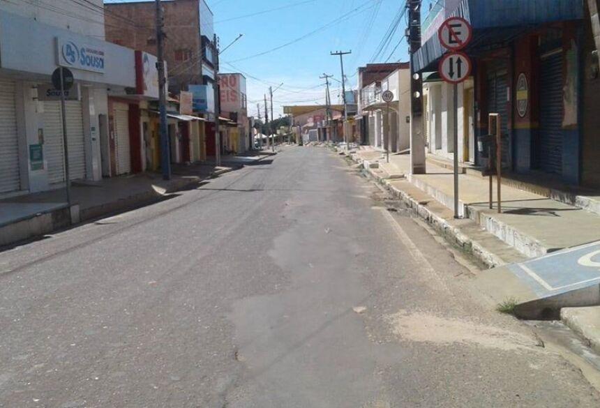 Rua deserta em razão do clima frio