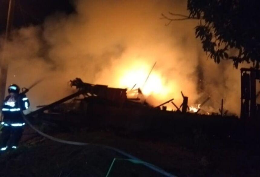 Foram 3 veiculos, uma tentativa e 3 residencias todos no bairro Vitória - Foto: Divulgação