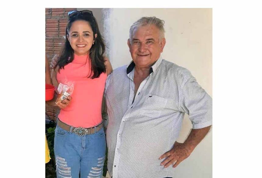 Demok Lima ao lado de sua neta Barbara