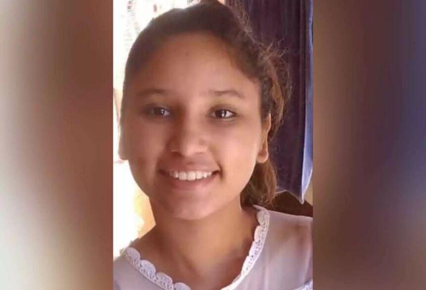 Rebeca Samapio Alves, segundo a mãe esta é a foto mais recente da menina. (Foto:Arquivo Pessoal)