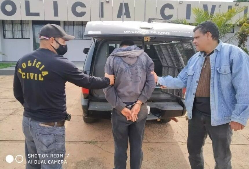 Lucas de Oliveira Silva, de 22 anos, foi preso no início da tarde de hoje (Foto: Direto das ruas)