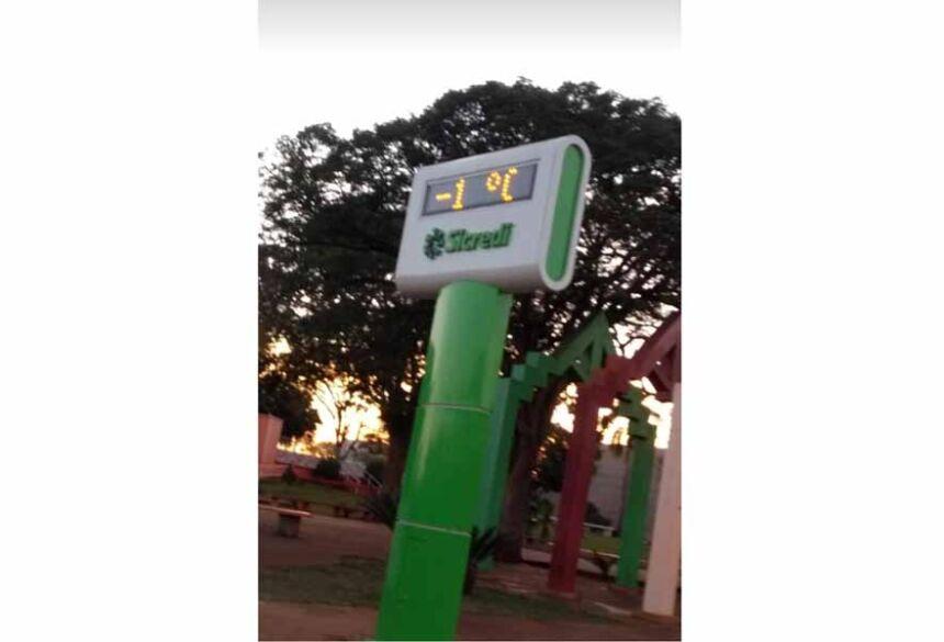 Termômetro da Praça Getúlio Vargas marcava -1 grau