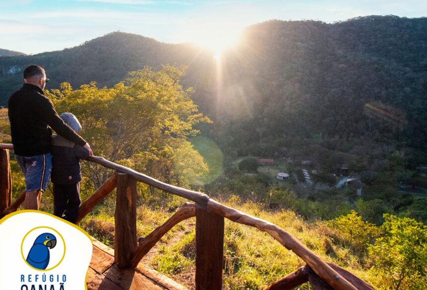 Mirante na colina leva o turista a emergir sobre vales e a densa vegetação a Serra da Bodoquena. Fotos: Divulgação