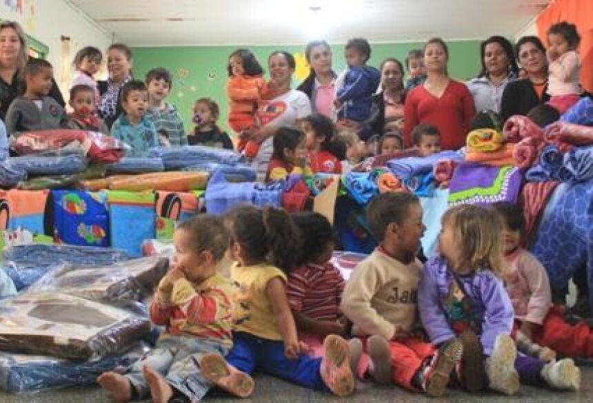 Cobertores foram entregues na tarde desta terça-feira (Foto: Rafael Henrique / Fátima News)