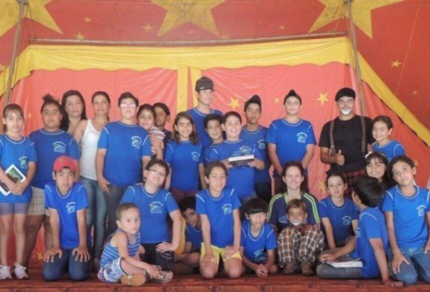 Alunos visitam o Circo Mágico Show no Distrito de Guassulândia (Foto: Fátima News)