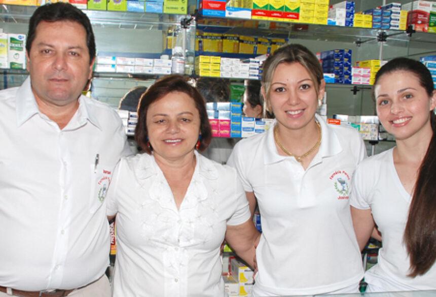 Equipe da Farmácia Paraná em Glória de Dourados. Foto: Washington Lima / Fátima News