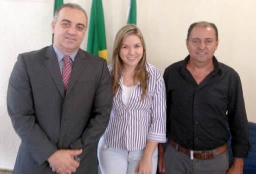 Vereadora Karenn e vereador Sinval com defensor público Clarence Willian (Foto: Rogério Sanches / Fátima News)