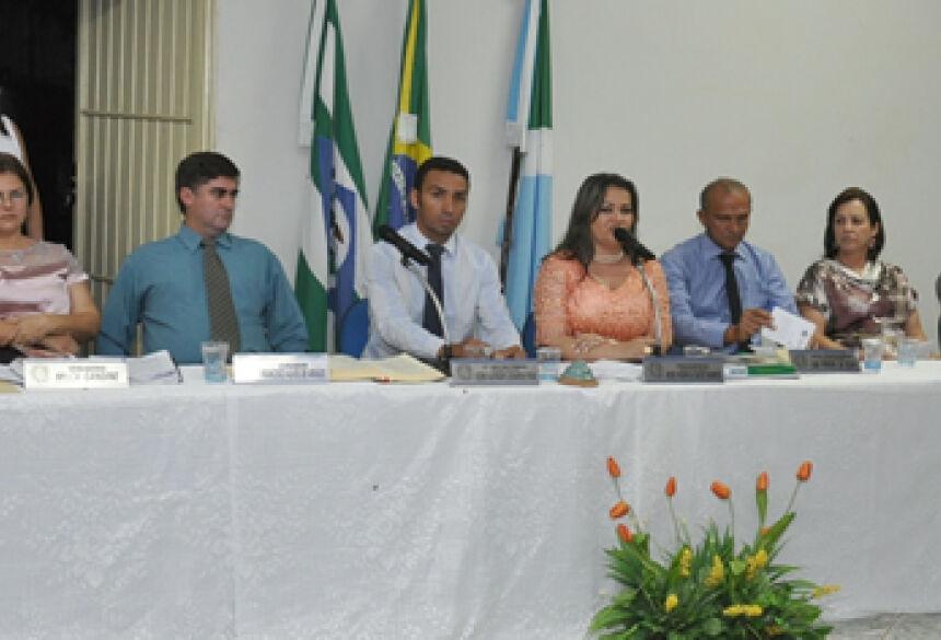 Vereadores da Câmara de Jateí parabenizam os funcionários públicos (Foto: Rogério Sanches / Fátima News)