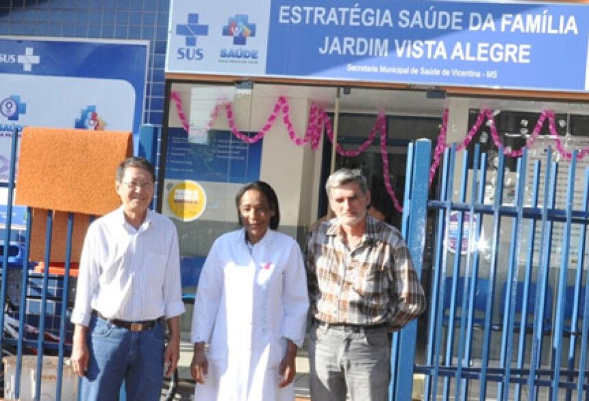 Prefeito Hélio Sato com secretário Fernando de Oliveira durante visita em Vicentina (Foto: Rogério Sanches / Fátima News)