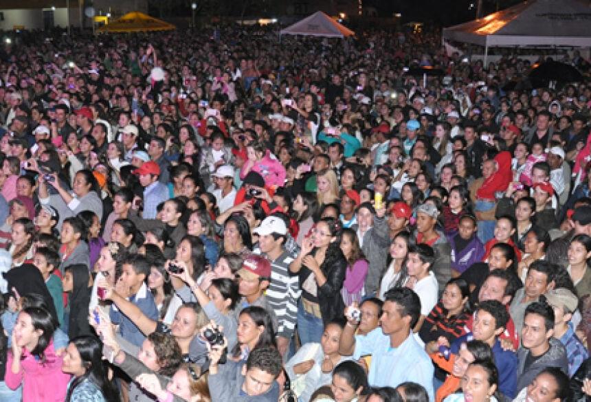 Mais de 5 mil pessoas estiveram presentes no grande show de aniversário (Foto: Rogério Sanches - Fátima News)
