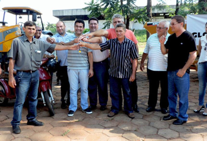 Prefeito Arceno com vereadores, vice e deputado Marçal Filho (Foto: Demerval Nogueira / Fátima News)