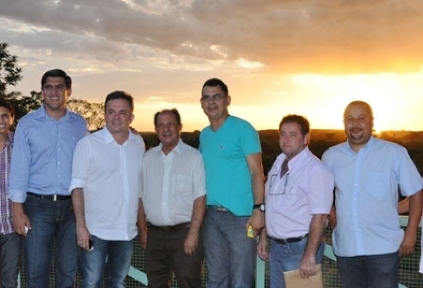 Prefeito Júnior Vasconcelos com deputados e vereadores no Aqua Park - (Foto: Rogério Sanches / Fátima News)