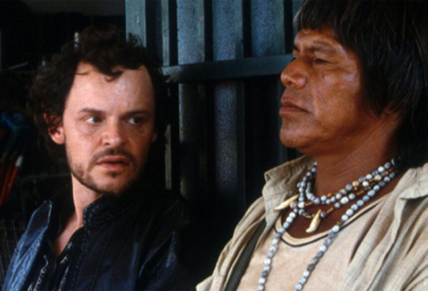 Foto: Divulgação Indígena contracenou com o ator Matheus Nachtergaele