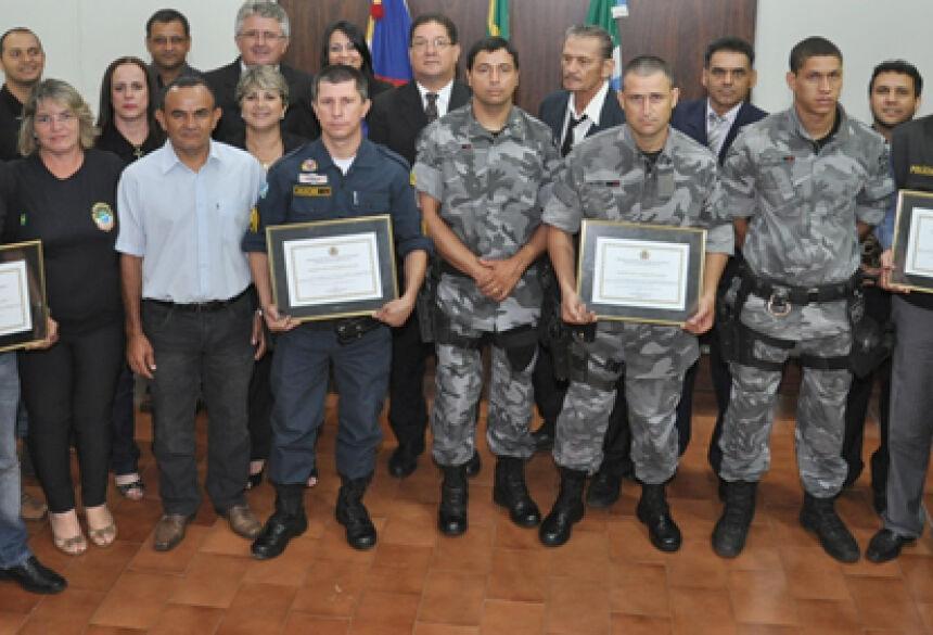 Câmara homenageou as polícias Militar, Força Tática, Civil e DOF em Glória de Dourados (Fotos: Rogério Sanches / Fátima News)