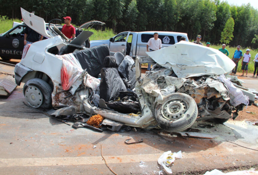 Foto: Pollyanna Eloy. Veículo ficou completamente destruído