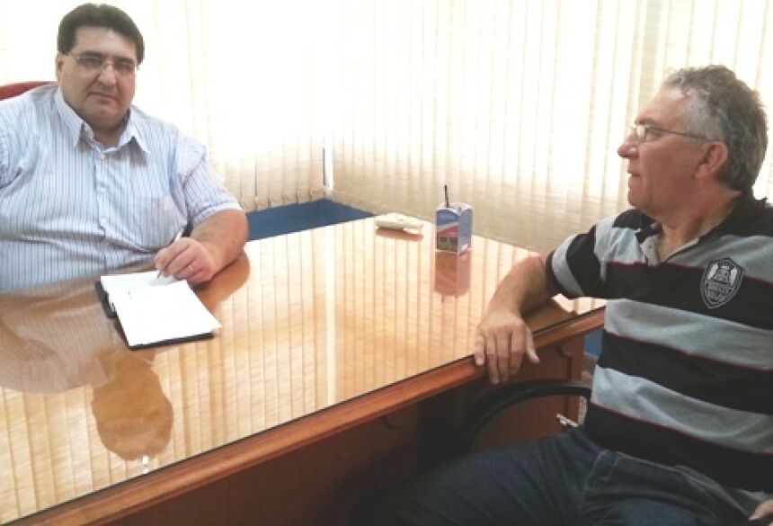 Prefeito Arceno com empresário Iomar Lorenzetti em seu gabinete - Foto: Rogério Sanches / Fátima News