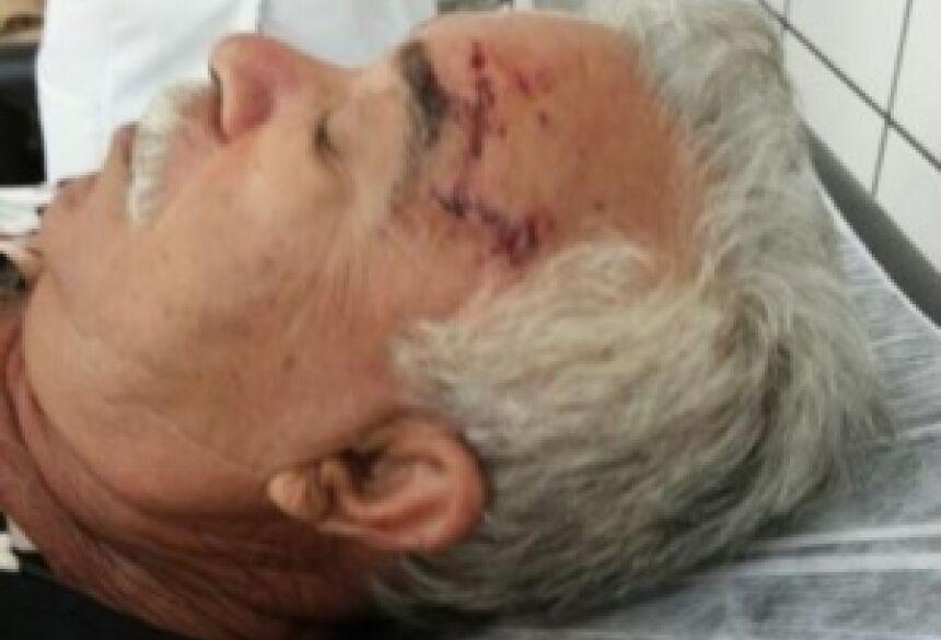 Idoso foi encaminhado ao hospital após ser <BR>agredido pelos cães (Foto: Divulgação)
