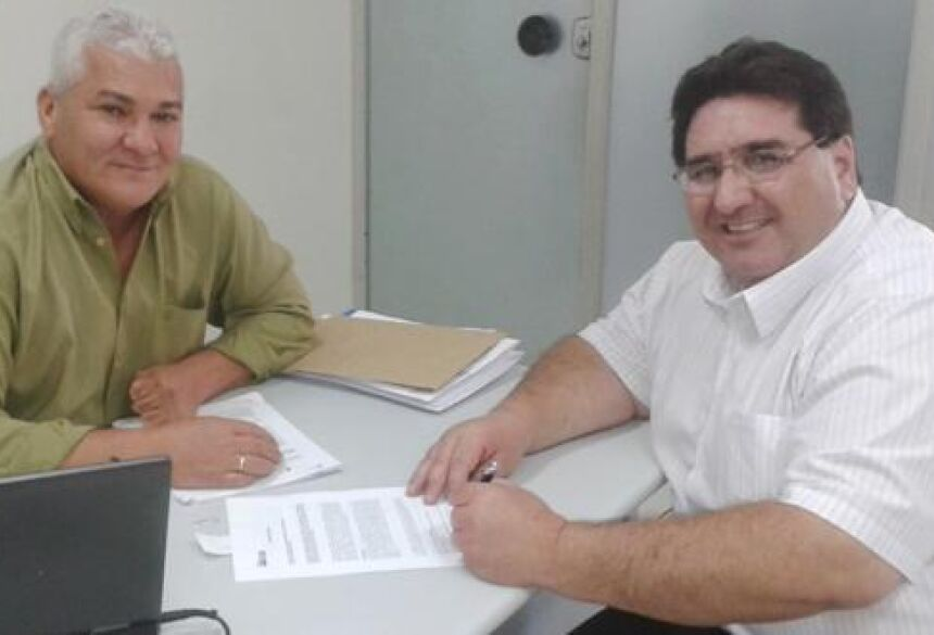Prefeito Arceno Athas com gerente da CEF, Sebastião Esteves - Foto: Demerval Nogueira / Fátima News