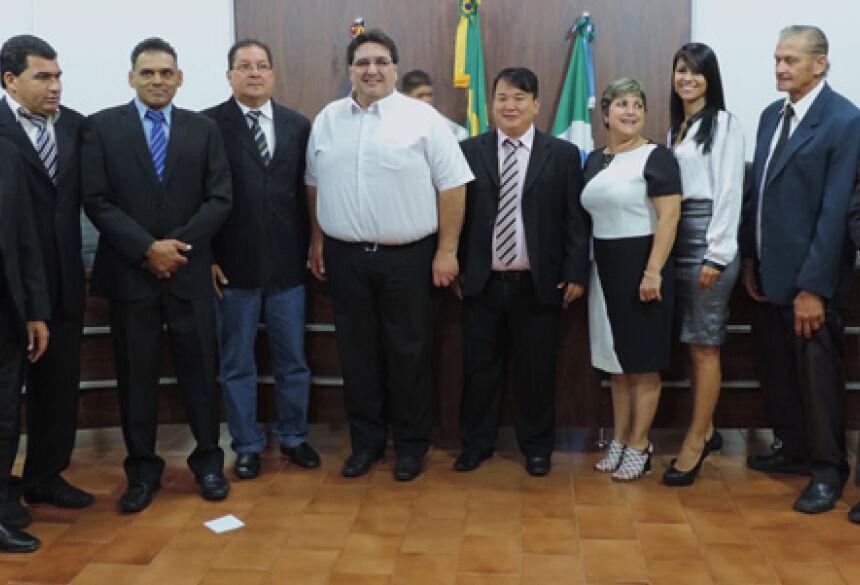 Prefeito Arceno Athas com vereadores da Câmara durante sessão solene - Foto: Demerval Nogueira / Fátima News