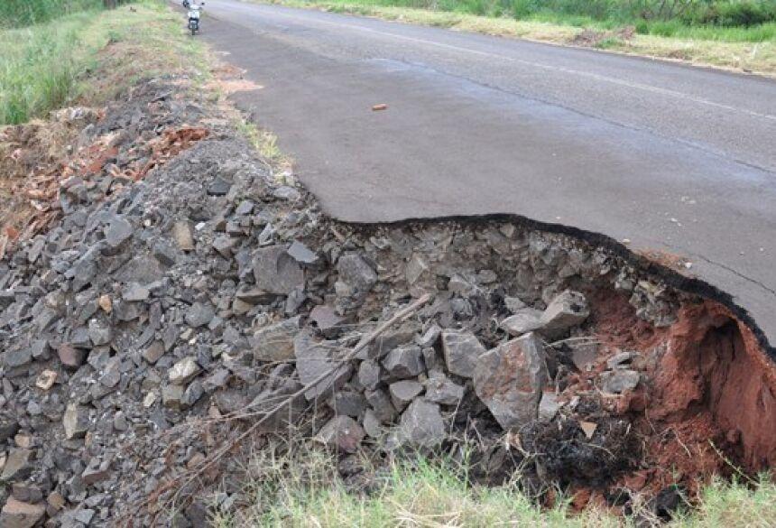 Na imagem o local da cratera. A foto foi tirada nesta quinta (13). Foto: Eliton Santos / Impacto News