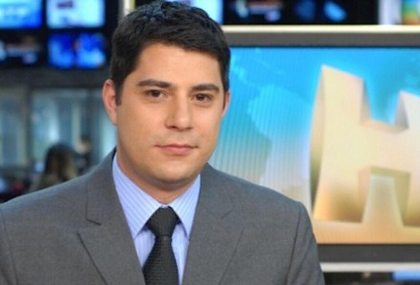 Evaristo Costa na bancada do Jornal Hoje - FOTO: ZÉ PAULO CARDEAL/TV GLOBO