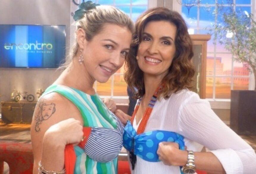 """Luana Piovani e Fátima Bernardes experimentam biquíni durante o """"Encontro com Fátima Bernardes"""""""