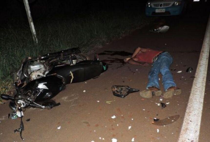 Com várias fraturas, jovem bateu forte na traseira de caminhão e morre no local - Foto: Demerval Nogueira / MS Cidades