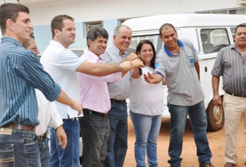 Momento em que a chave foi entregue - Foto: Eliton Santos / Impacto News