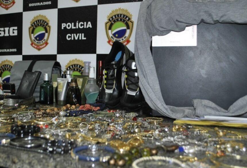 Vários objetos de roubos e furtos foram recuperados com quadrilha - Fotos: Osvaldo Duarte