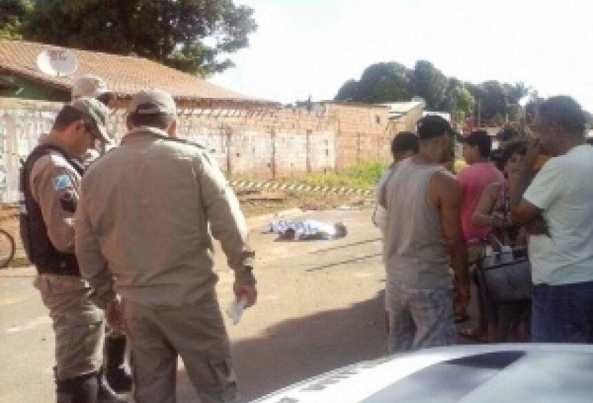 Vítima foi atingida por 3 tiros (Foto: Graziela Rezende)
