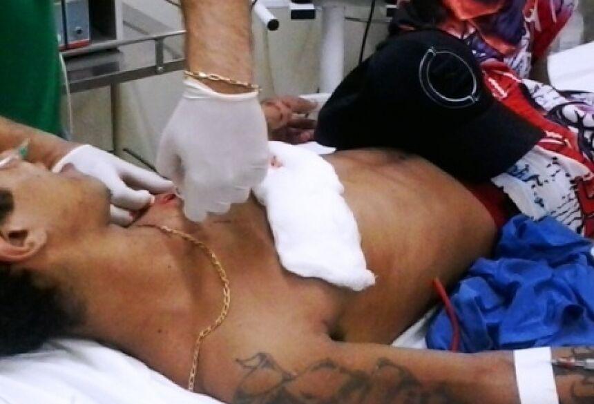 Vitima sendo atendido pelo médico de Plantão no SIAS - Foto: Da Hora Noticias