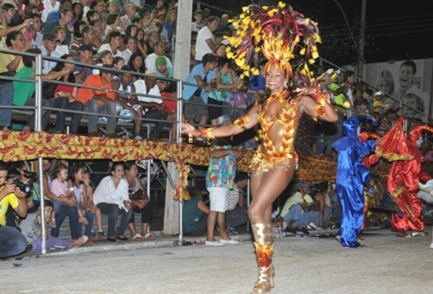 Desfiles dos Blocos Carnavalescos continuam hoje no Fátima Folia - FOTO: ROGÉRIO SANCHES / FÁTIMA NEWS