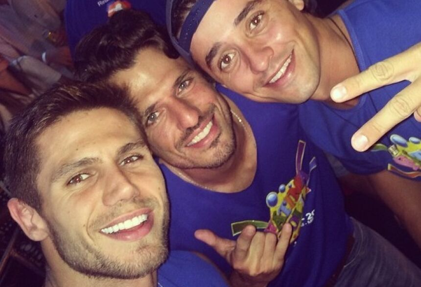 Jonas João e Fael, ex-bbbs, curtem carnaval (Foto: Instagram / Reprodução)