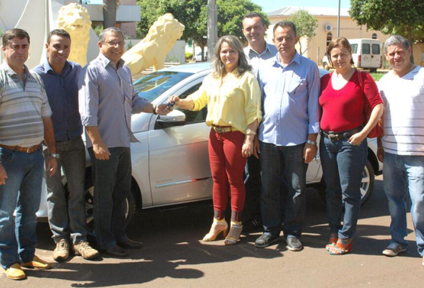Prefeito Arilson entrega carro para a Câmara de Jateí - Foto: José Carlos / Fátima News