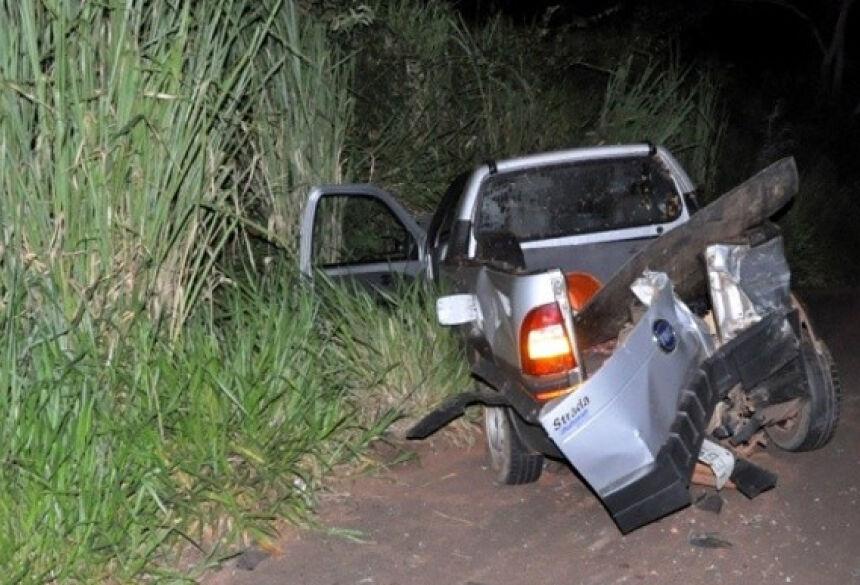 Após batida, Strada parou em mata às margens da pista. Foto: Márcio Rogério/Nova News